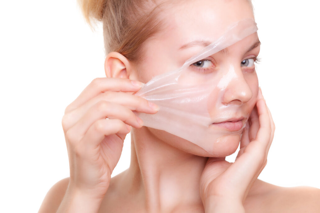 Facial peel reduces wrinkles and discoloration safely